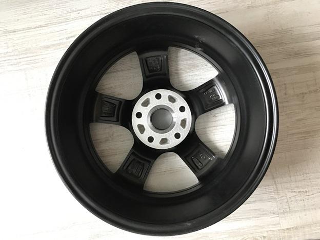 Осмотр внутренней стороны колеса
