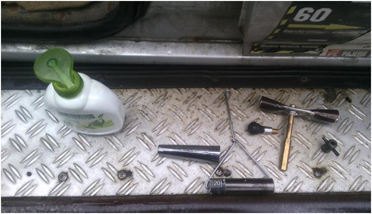 Набор самодельных инструментов для демонтажа вентиля