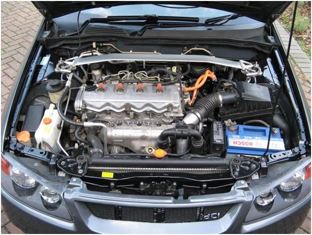 Подкапотное пространство Nissan Almera