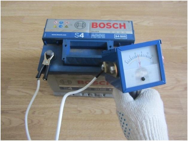 Нагрузочная вилка с аналоговым вольтметром