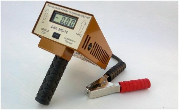 Прибор с цифровым дисплеем и дискретным вольтметром