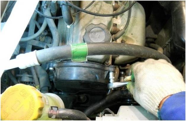 Расположение креплений защитного кожуха привода газораспределительного механизма