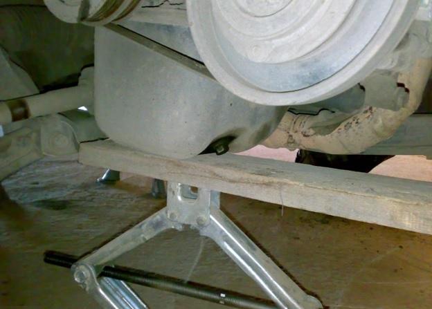 Поддомкраченный силовой агрегат