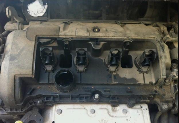 Демонтировать клапанную крышку