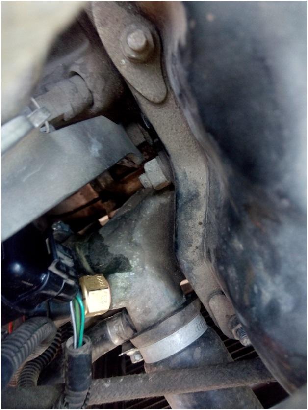 Датчик температуры, служащий для включения вентилятора радиатора
