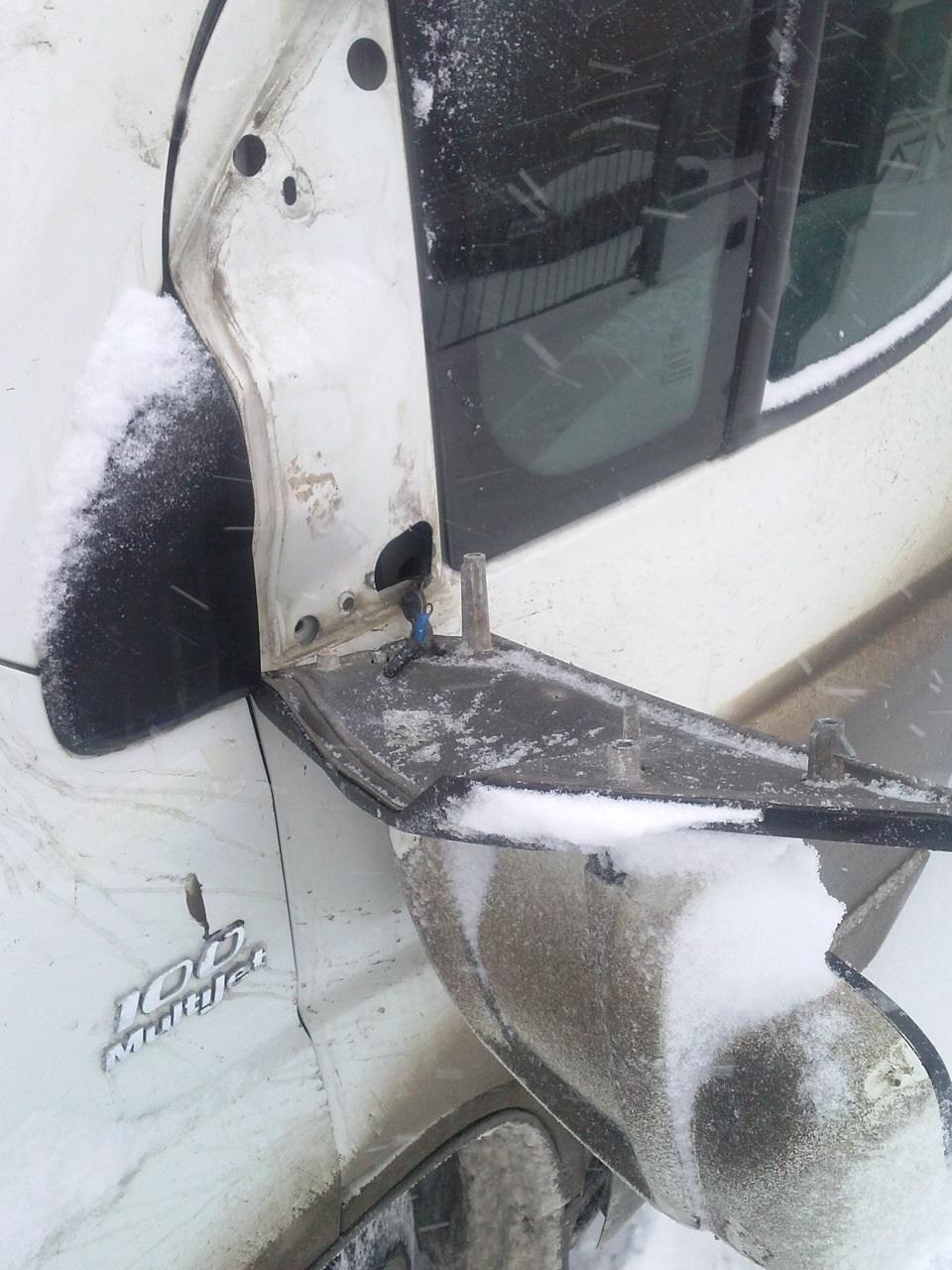 Демонтаж бокового зеркала