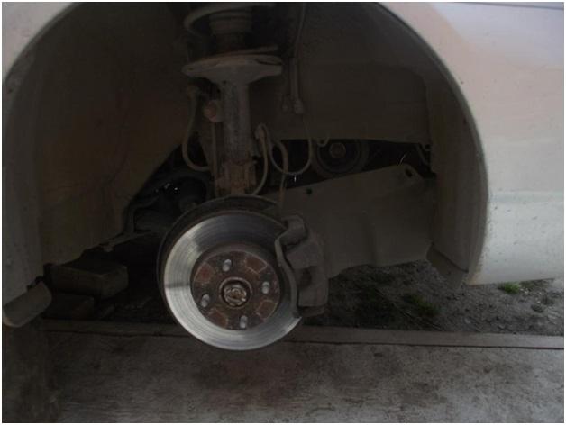 Лифан Солано с демонтированным правым передним колесом