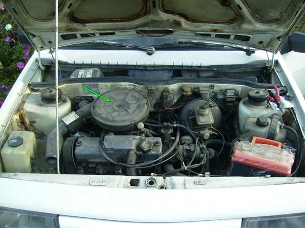 Расположение воздушного фильтра в моторном отсеке ВАЗ 2109