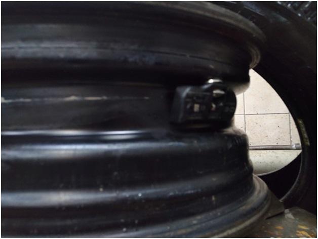 Вид на датчик давления в шине