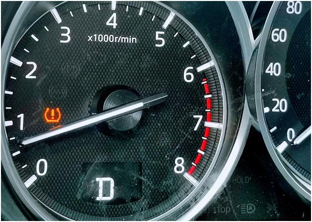 Индикация отклонения давления в шинах от нормы