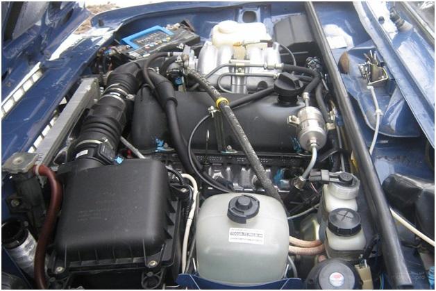 Моторный отсек инжекторного ВАЗ 2107