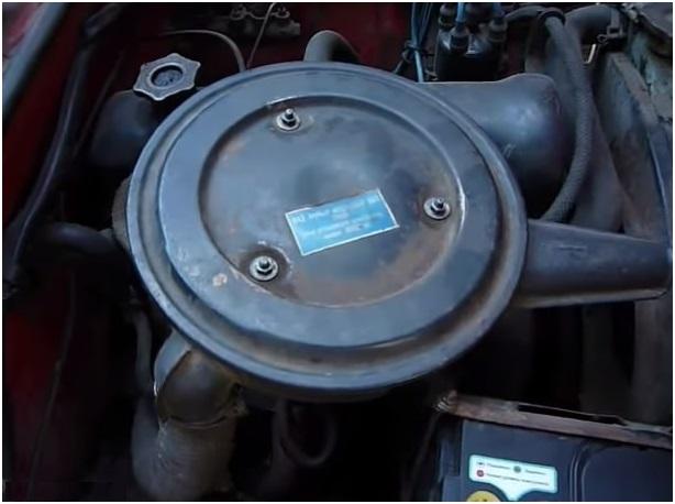 Расположение воздушного фильтра в моторном отсеке