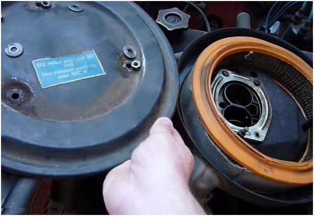 Демонтаж крышки воздушного фильтра