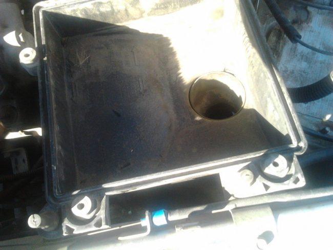 Последствие непродолжительной эксплуатации ВАЗ 2112 с поврежденным фильтром