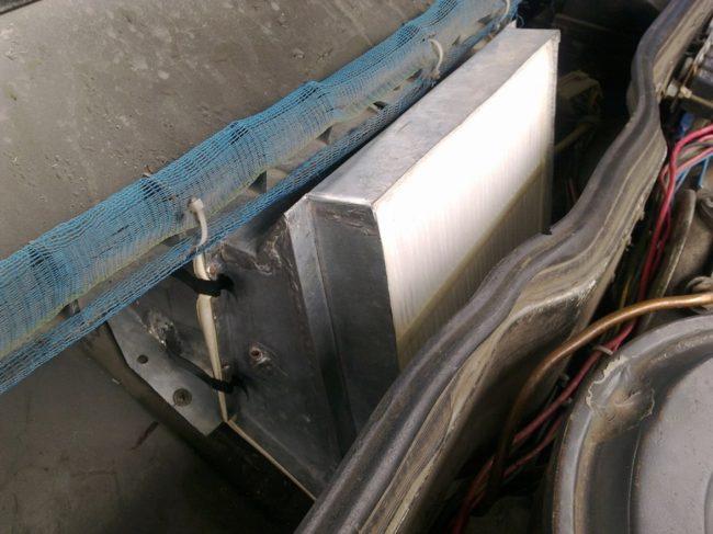 Установленный на ВАЗ 2115 адаптер с салонным фильтром