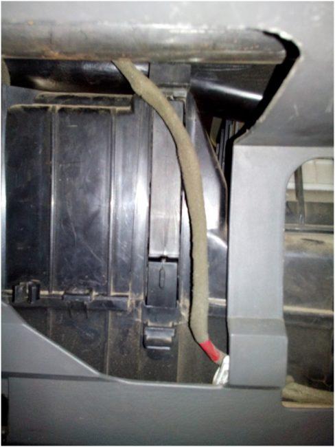 Смонтированный сдвоенный салонный фильтр
