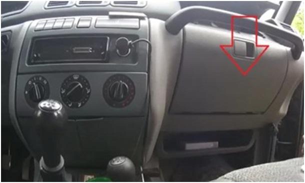 Расположение салонного фильтра на дерестайлинговом автомобиле