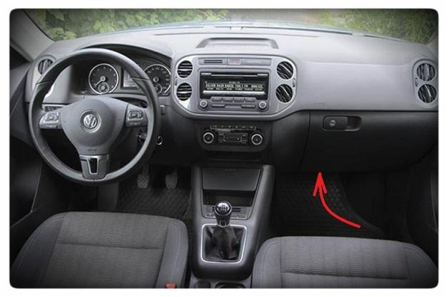 Место нахождения салонного фильтра на Volkswagen Tiguan