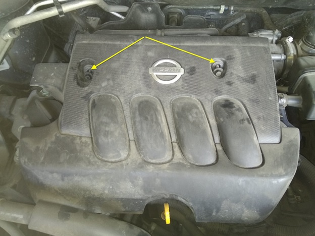 Расположение креплений декоративной крышки двигателя