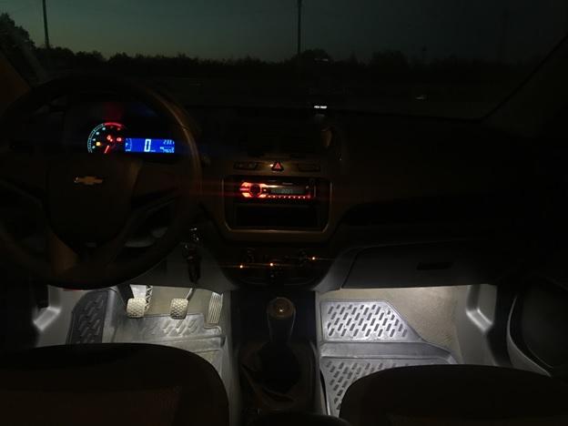 Подсветка ног водителя и пассажира