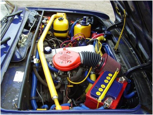 - Тюнингованный двигатель автомобиля ВАЗ 2103