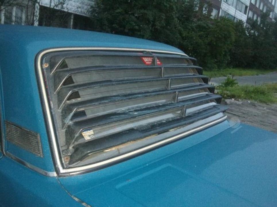 Пластиковая решетка на заднем стекле ВАЗ 2106