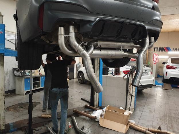 Процесс тюнинга автомобиля БМВ М5