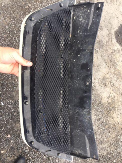 Монтаж сетки для защиты радиатора от повреждений