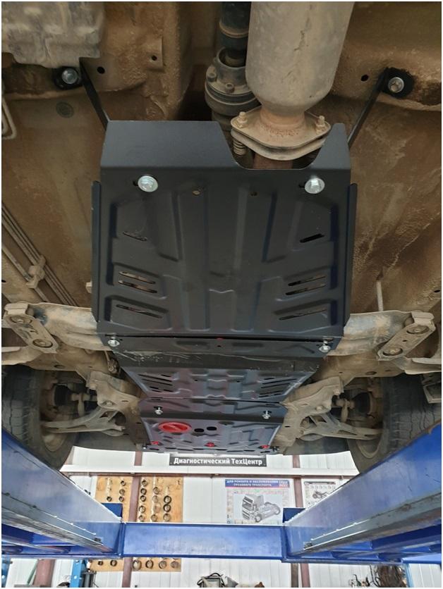 Смонтированная защита днища на Suzuki